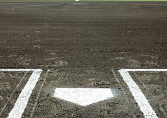 野球場のホームベース